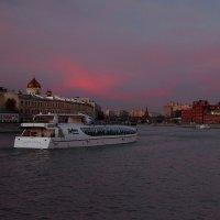 вечер на Москва-реке :: Виктор П