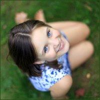 Весенняя улыбка и глаза размером с небо... :: Детский и семейный фотограф Владимир Кот