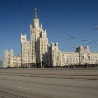Высотка на набережной :: Константин Сафронов