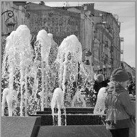 Девочка у фонтана :: Арсений Корицкий