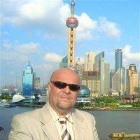 Портрет на фоне Шанхая. :: Михаил Столяров