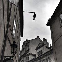 На балке памятник Фрейду :: Ирина Бирюкова