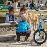 Весна в городском сквере. :: Анатолий Сидоренков
