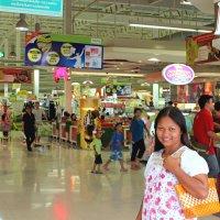 Таиланд. Провинция Сукхотай. Торговый центр :: Владимир Шибинский
