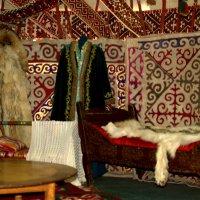 Внутри казахской юрты :: Александр Облещенко