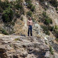 человек на скале :: Sergey Bagach