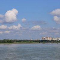 Город, река и облака :: Нина Сигаева