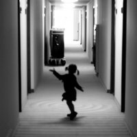 Девочка танцующая в коридоре гостинницы :: Александр Игоревич Хащеватер