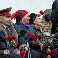 Не стареют душой ветераны :: Евгений Поварёнков