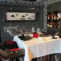 Столик в ресторане :: Александр Кобзев