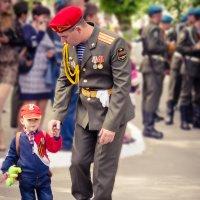 Когда будешь большим.... тоже будешь солдатом... :: Елена