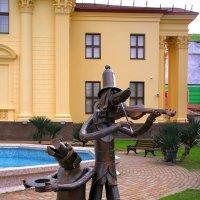 Размышления об искусстве в сквере Художественного музея Сочи... :: Леонид Нестерюк