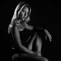 Blondynka na ciemnym tle .... :: Носов Юрий