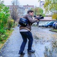 Не смотря на проливной дождь, съёмка продолжается. :: Анатолий Клепешнёв