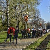 Возложение цветов к памятнику Александра Матросова :: Аркадий Беляков