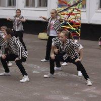 Праздничный танец :: vivass Владимир Иванович