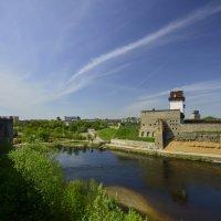 Вид на замок Германа с крепости Ивангород :: Олег .