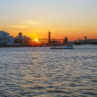 Закатное солнце :: Valerii Ivanov