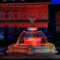 Вечерний фонтан :: Алексей Golovchenko