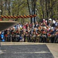 Живые люди и символы... :: Аркадий Беляков