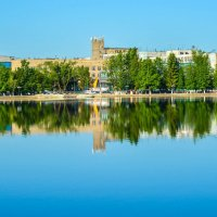 Озеро Гусь, на задним плане Хрустальный завод. :: Дмитрий Янтарев