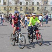 Северодвинск. Велопарад. Постепенно собирается народ :: Владимир Шибинский