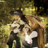 Девочки с собакой :: Валерий Стогов