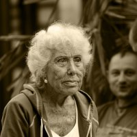 Умничка бабулечка: глазки подкрасила, клипсы надела и в душе помолодела :: MVMarina