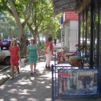 На улице тенистой :: Александр Скамо
