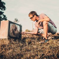 Как хорошо посмотреть телевизор на природе :: Дмитрий Колесников