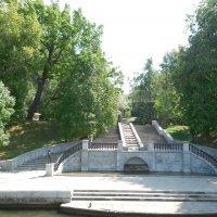 Лестница в  Нескучный  сад. :: Мила
