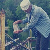 на рыбалке у реки :: Юля