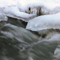 Горная река зимой :: Виталий Павлов