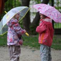 разговор под зонтами :: Alexey Romanenko
