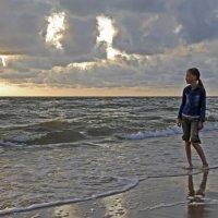 У моря :: Дмитрий Близнюченко