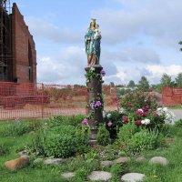 Скульптура у  Костела  Святого Иоанна Крестителя. Минск. :: Nonna
