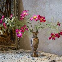 Ваза с цветами на столе :: Минихан Сафин