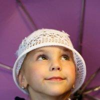 Маленькая леди с зонтиком. :: Нелля Симикова