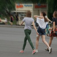 Трое в пространстве города :: Евгений Жиляев