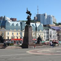 Площадь Борцов Революции. :: Александр TS
