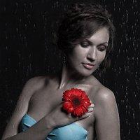 Девушка с красным цветком :: Наталья Богданова