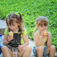 Вкусная мороженка :: Марина Назарова