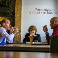 В баре... :: Аркадий Беляков