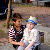 Мама, ну когда уже домой в Россию? :: Сергей Ткаченко