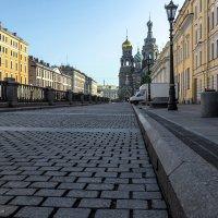 Набережная канала Грибоедова - утро :: Valeriy Piterskiy