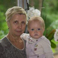 Бабушка с внучкой :: Александр Паркинен