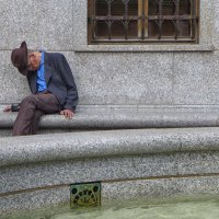 Сон у фонтана :: Евгений Кривошеев