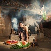 Девушка готовит еду на Балийской традиционной кухне :: Александр Ихиритов