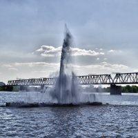 Фонтан на воде :: Sergey Kuznetcov
