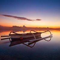Лодка на заре :: Александр Ихиритов